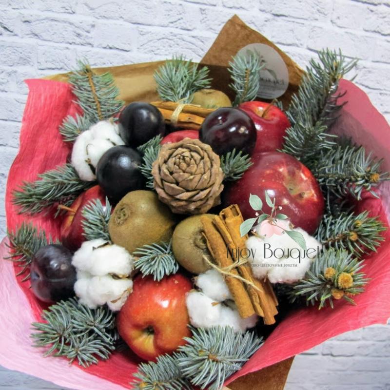 Зимний букет из цветов и фруктов
