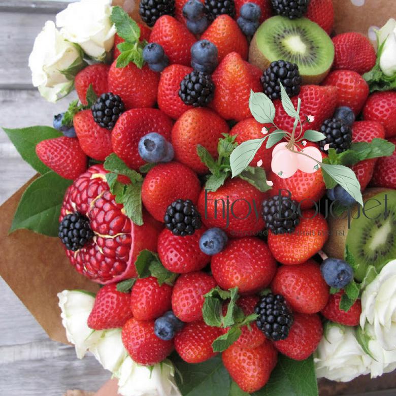 Картинки с днем рождения с клубникой и цветами