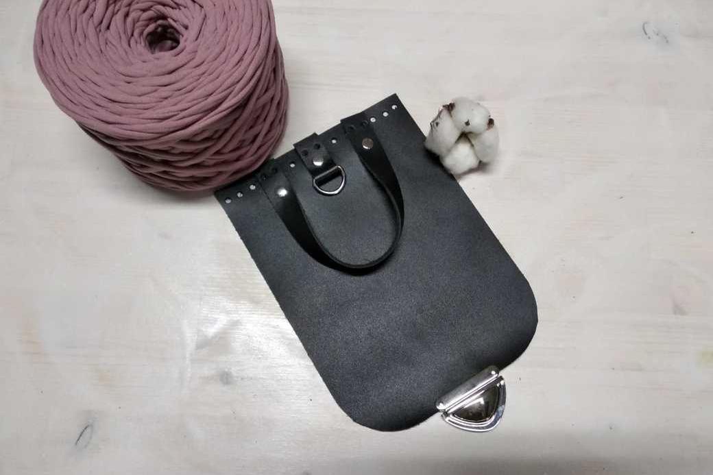 элементы из натуральной кожи подходят для вязаных сумок